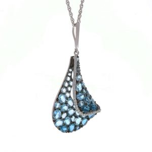 blue topaz pendant in white gold